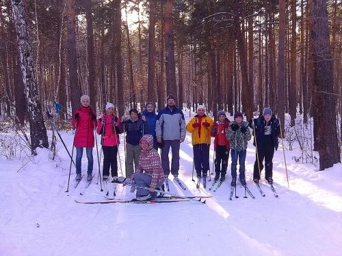 Здоровые традиции. Воскресная школа Свято-Никольского храма вновь совершила лыжный поход по Тугунскому Бору