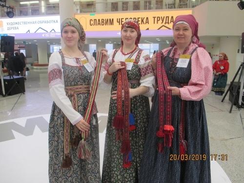 Чесма вдохновляет! Челябинская мастерица в Тюмени выткала копию чесменского пояса во славу человека труда