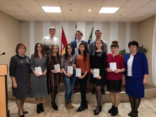 Отличная традиция! Глава муниципалитета вручила студентам-отличникам из Чесменского района именные стипендии