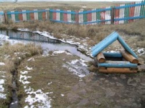 Живи, родник! Жители посёлка Черноборка очистили от зимнего мусора родник, из которого пил сам Пугачёв