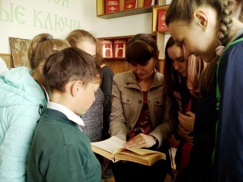 Поздравляем книжкиных мам Чесмы! Центральная библиотечная система Чесменского района отмечает день рождения и профессиональный праздник