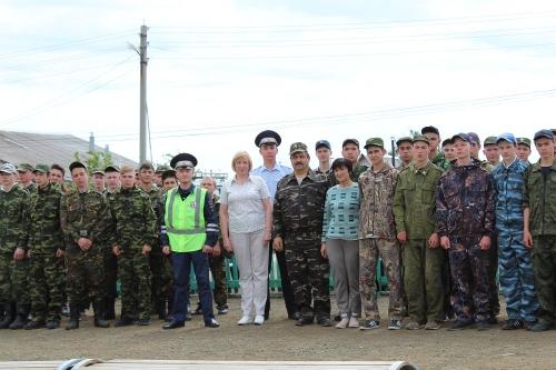 Так же, как все. В военно-полевых сборах старшеклассников Чесменского и Варненского районов приняли участие полицейские