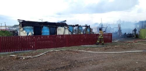 Кто может, помогите землякам. Семья Соколовых из посёлка Березинского лишилась дома, пожар забрал у пенсионеров всё