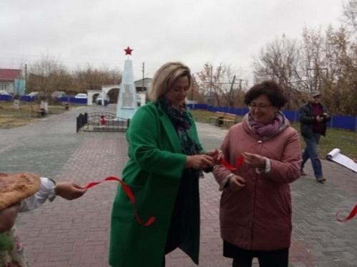 По новой площади пройду… В Чесменском районе благоустроили ещё одно общественное пространство