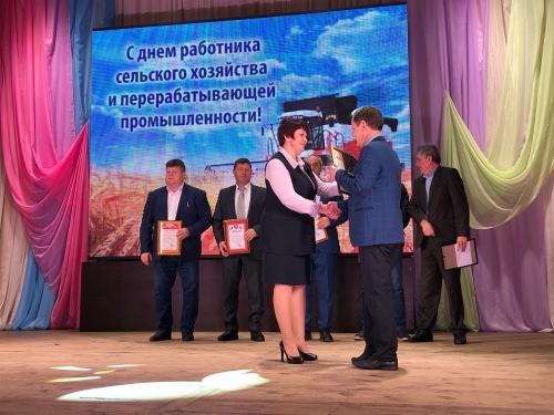 Клюшки от депутата. Виталий Бахметьев открыл хоккейную коробку в посёлке Тарасовка