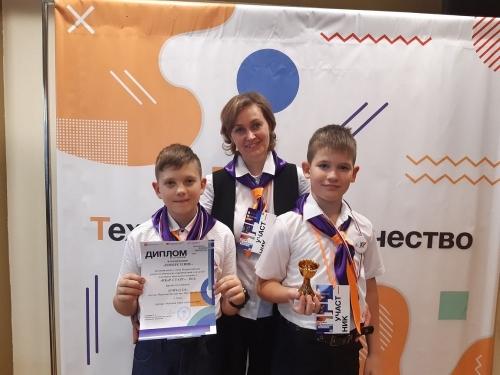 Растём! Команда «Город 221» из Чесмы заняла на фестивале технического творчества «Робофест» второе место