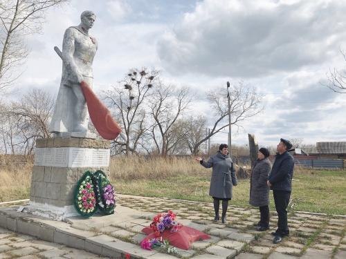 Ремонты памятников закончат к юбилею Победы. Глава Чесменского района лично проверяет готовность мемориалов